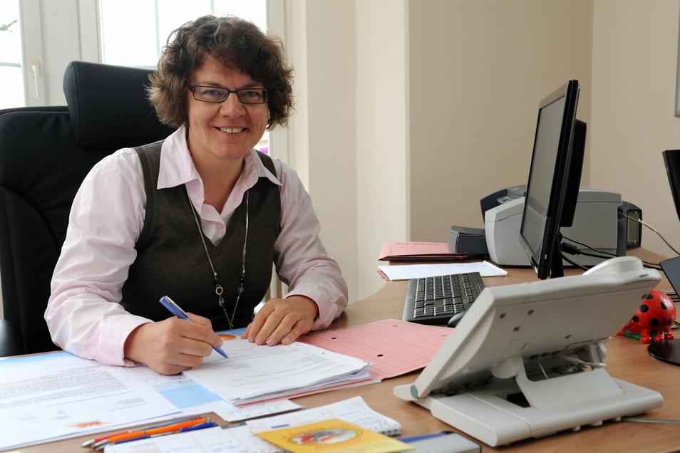 Michaela Ritter (parteilos) wurde im März 2020 als Bürgermeisterin von Radeburg wiedergewählt. Die Wahl fand wegen der Corona-Pandemie als reine Briefwahl statt.