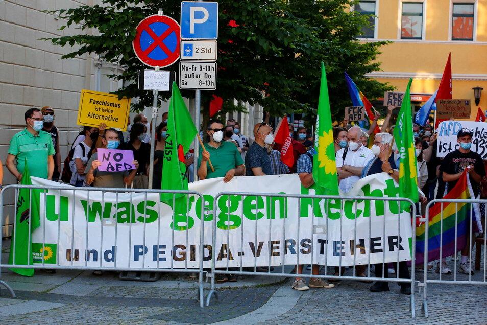 Zur bunten Gegendemo hatten Linke, Grüne und SPD aufgerufen.
