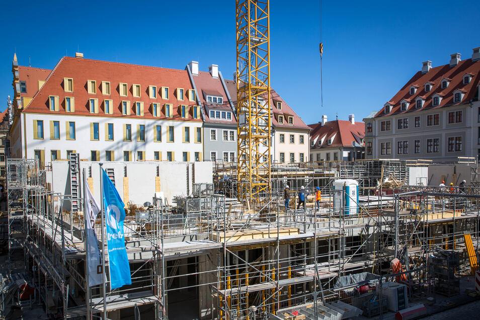 An der Schloßstraße errichtet die Baywobau das Schlosseck, eines der letzten Bauprojekte am Platz.
