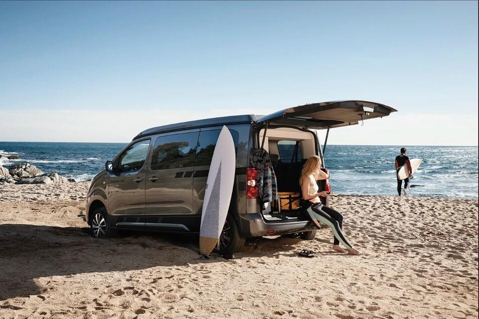 Einfach mal surfen fahren? Mit Übernachtung am Strand? Kein Problem mit dem Crosscamp Life!