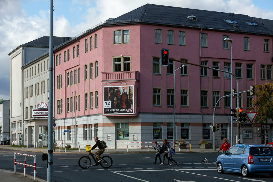 """Das Stadtkulturhaus wird vorübergehend zum """"Rathaus"""". Der Stadtrat tagt im Großen Saal."""