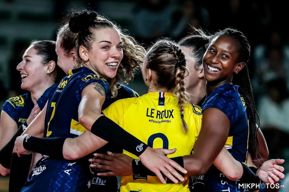 Dass Katharina Schwabe (3. v. l.) auch in Nantes für den Teamgeist steht, zeigt dieses Foto gut.