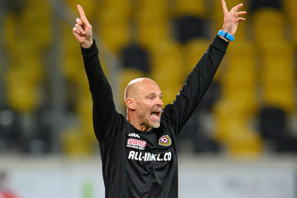 Dynamo-Trainer Alexander Schmidt jubelt. Kann er das auch am letzten Spieltag?