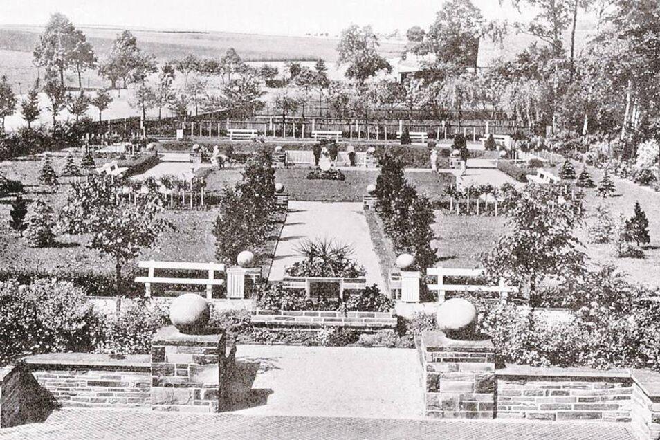 """Am 20. Mai 1933 wurde der Stadtpark """"Reinhardtsthal"""" eröffnet. Finanziert wurde der 2810 Quadratmeter Park aus dem Überschuss des Heimatfestes von 1929. Die Stadt Hartha ließ das Reinhardtsthal 1991 rekonstruieren. Foto: Hartha und seine Dörfer im Spiegel"""