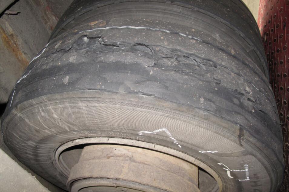 Manche Reifen verfügten kaum noch über Profil.