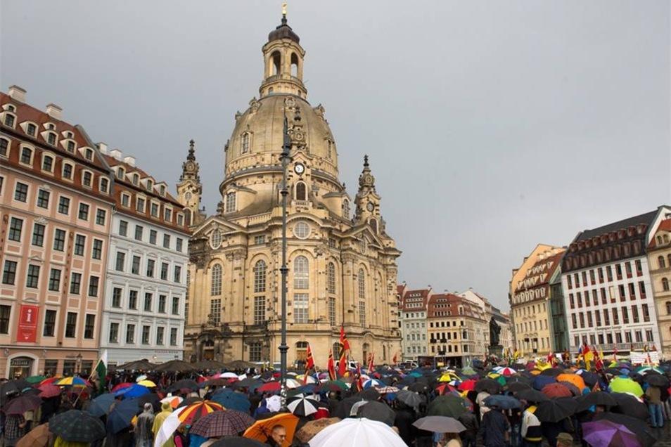 Der Demo-Montag ist in Dresden friedlich geblieben.