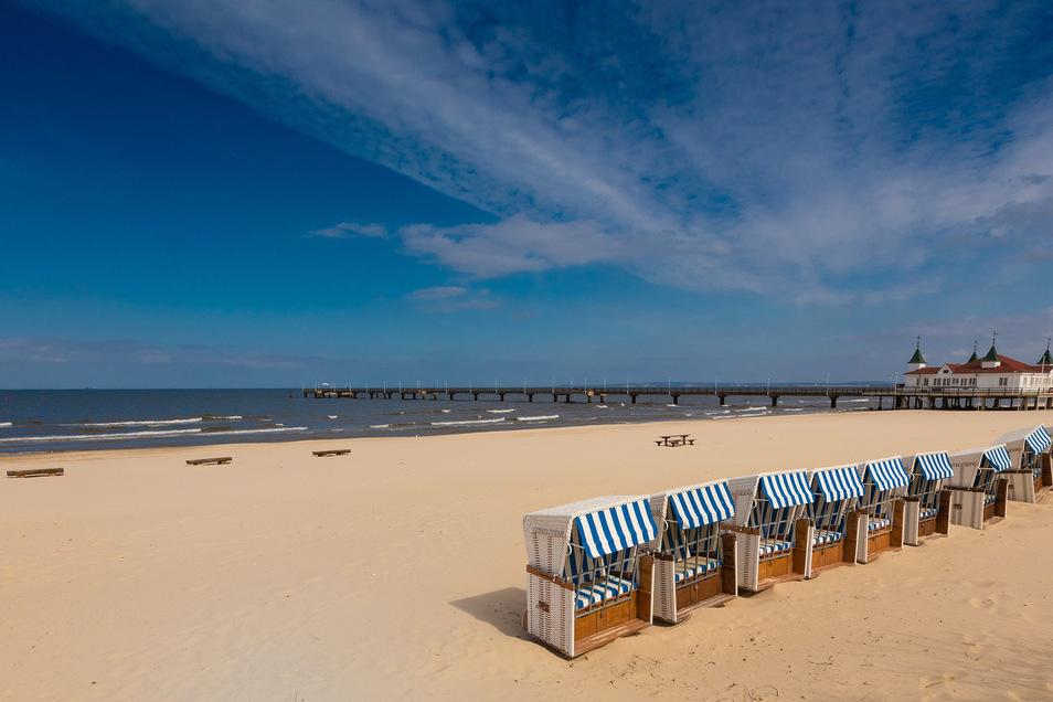 Ab Ostern sind die Strände wie hier in Ahlbeck auf Usedom normalerweise voll. Doch in diesem Jahr bleiben die Touristen wegen Corona komplett aus.