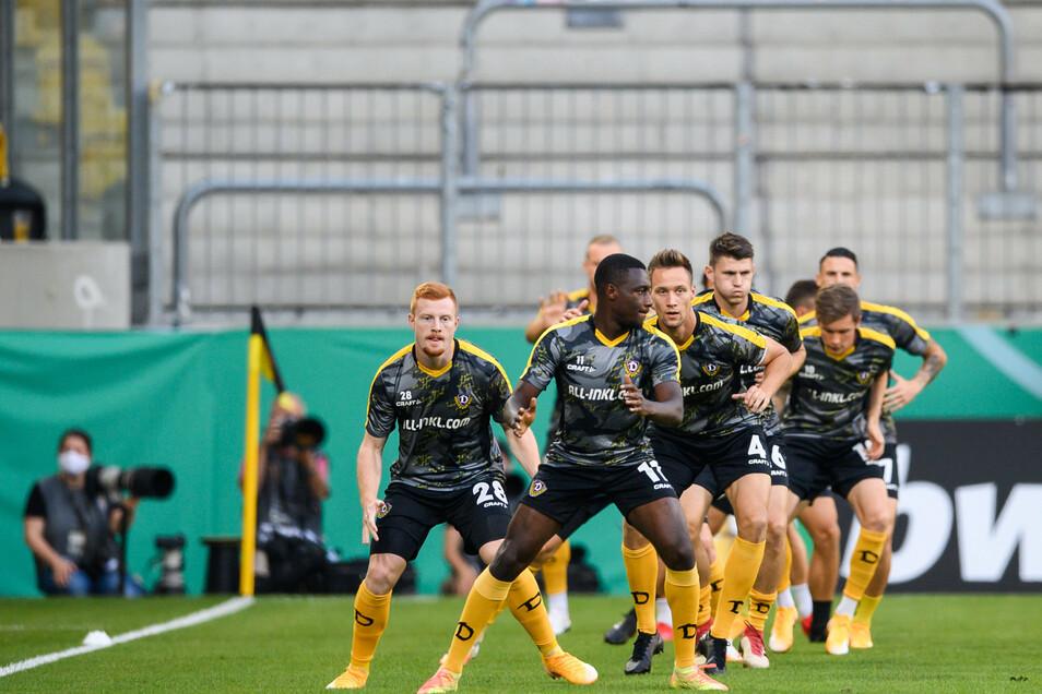 Neu aufgestellt. Dynamo präsentiert sich erstmals in neuer Formation in einem Pflichtspiel.