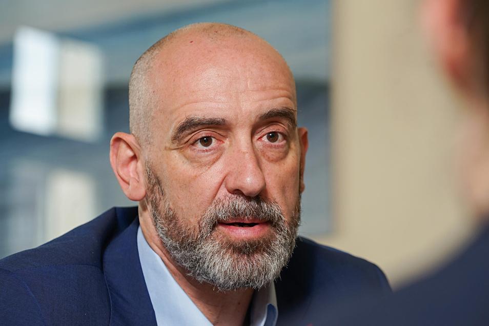 Bautzens Oberbürgermeister Alexander Ahrens (SPD) hat auf seiner Facebook-Seite anonyme Vorwürfe gegen die Grünen-Stadträtin Annalena Schmidt und einen Reporter des Tagesspiegel veröffentlicht.