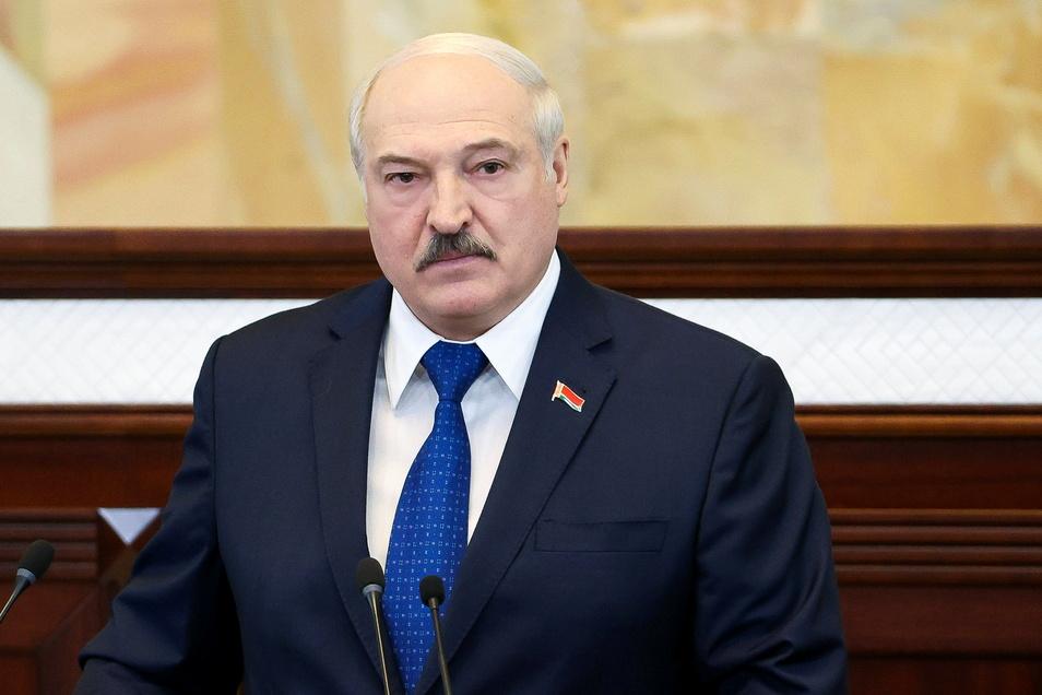 Alexander Lukaschenko, Präsident von Belarus, spricht vor dem Parlament in Minsk.