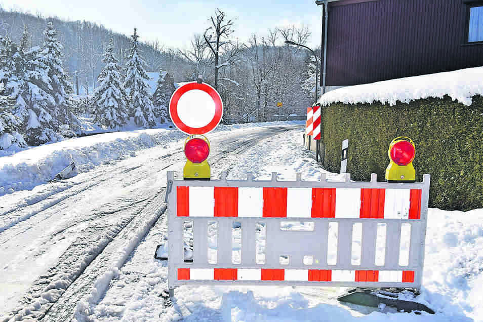 Zwischen Lungkwitz und Abzweig Hausdorf war die Straße gesperrt.