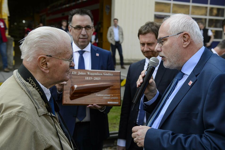Wolfgang Theurich (li.) beim Jubiläum 170 Jahre Waggonbau 2019.
