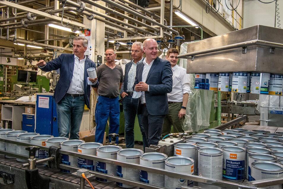 Am Donnerstag waren Bundestagskandidat für Mittelsachsen Alexander Geißler (von rechts) sowie Landtagsabgeordneter Hennig Homann (beide SPD) zu Gast. Auch Bürgermeister Dirk Schilling (CDU) nahm an der Betriebsführung teil.