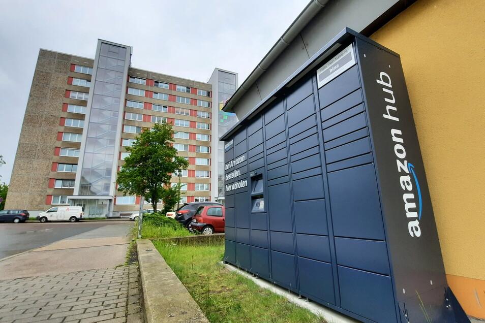 Sieht aus wie eine Paketbox in Grau: der Amazon-Locker am Netto-Markt Berliner Straße in Riesa.