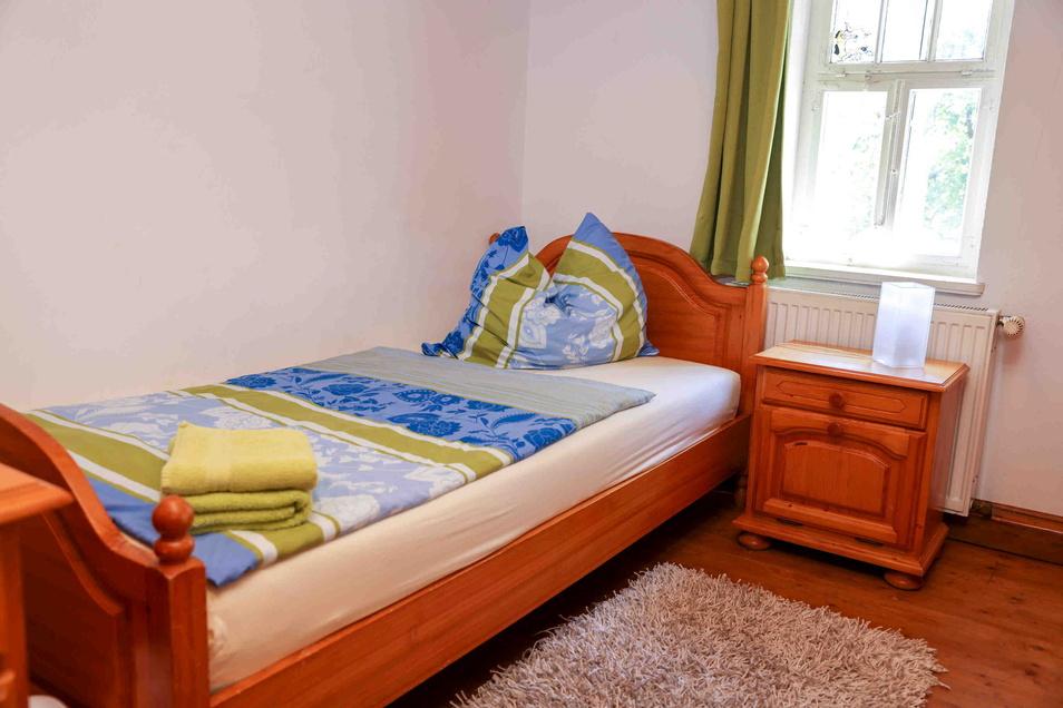 """Auf der Äppel-Ranch übernachten die Gäste in Kammern. Kammer Luzie ist ein Einzelzimmer, während in """"Layla"""" drei Personen schlafen können. Jedes Zimmer hat dabei einen individuellen Charakter. Ramona Scholz hat ihre Persönlichkeit für die Gestaltung spiel"""