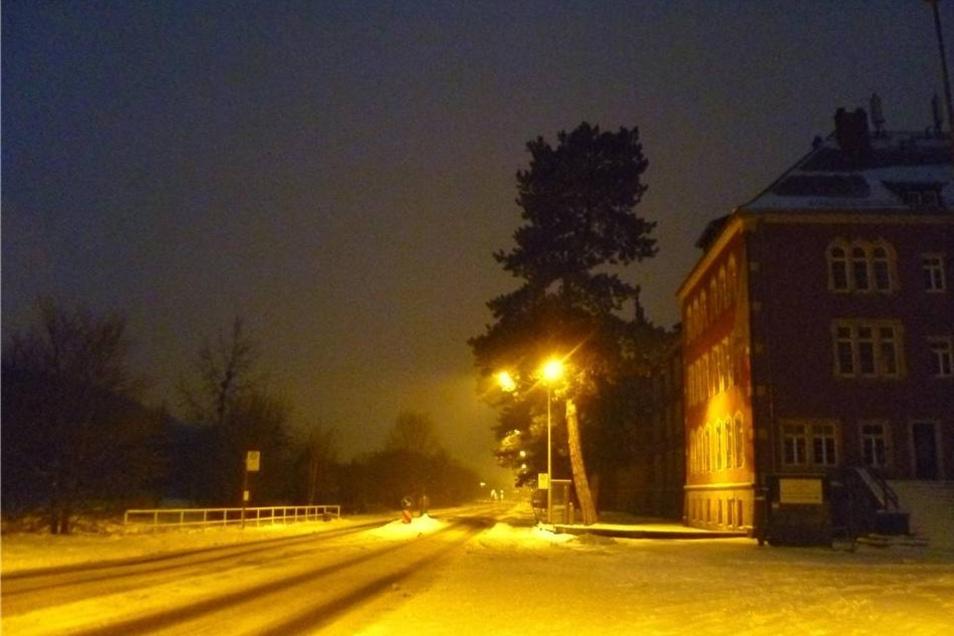Pirna. Eine in warmes Licht getauchte Abendlandschaft erlebte Eik Schwerdtner bei einem Spaziergang in Richtung Pirna-Rottwerndorf.