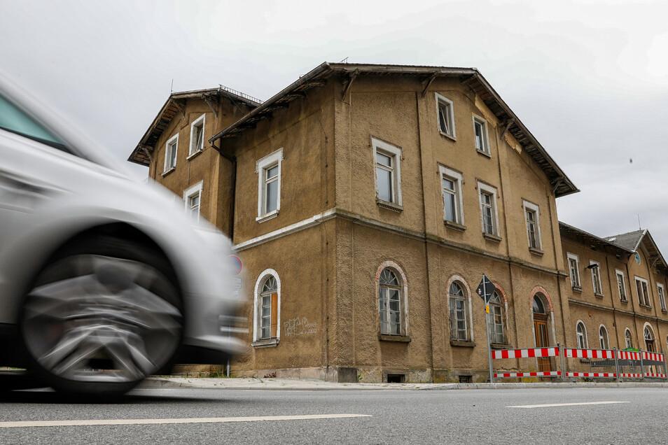 Es geht los mit der Sanierung des Großschönauer Bahnhofs.