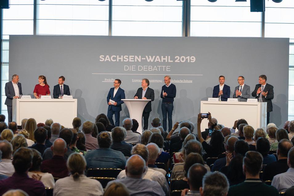 Wenige Tage vor der sächsischen Landtagswahl am 1. September stellen sich heute Abend die Spitzenkandidaten der sechs aussichtsreichsten Parteien im Dresdner Kongresszentrum der Debatte.
