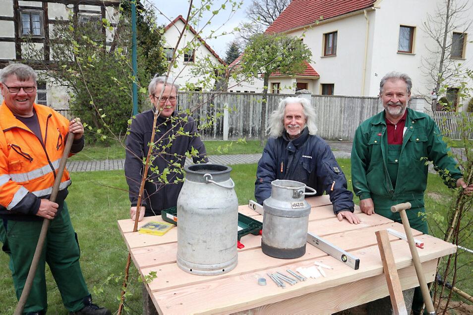 Litschen hat nach vielen Jahren wieder eine Milchrampe. Darüber freuten sich Gerd Haustein, Georg Sauer, Udo Steglich und Reinhard Melcher (v.l.).