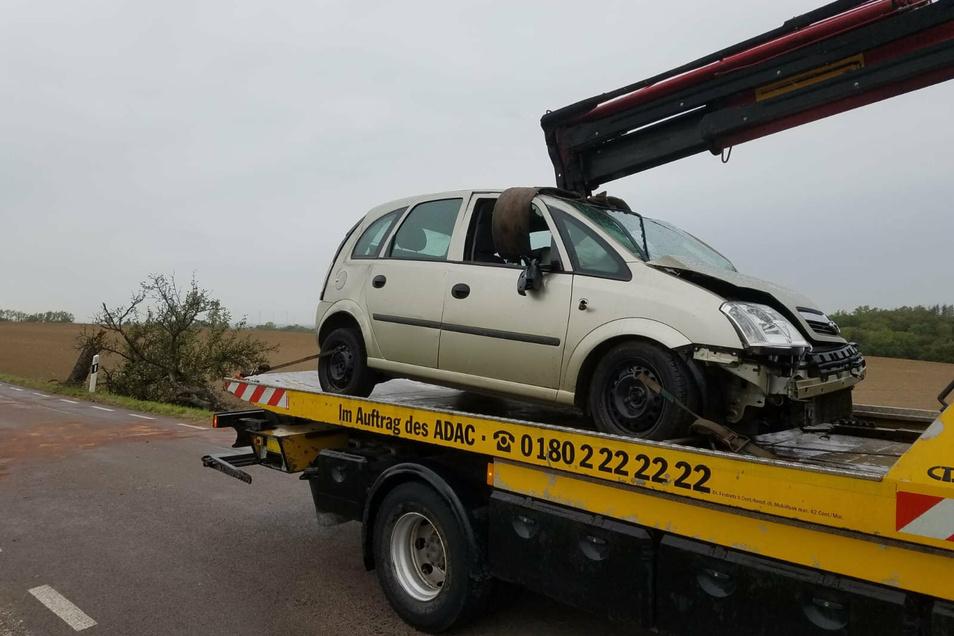 Der 87-jährige Fahrer des Opels kam ins Krankenhaus.