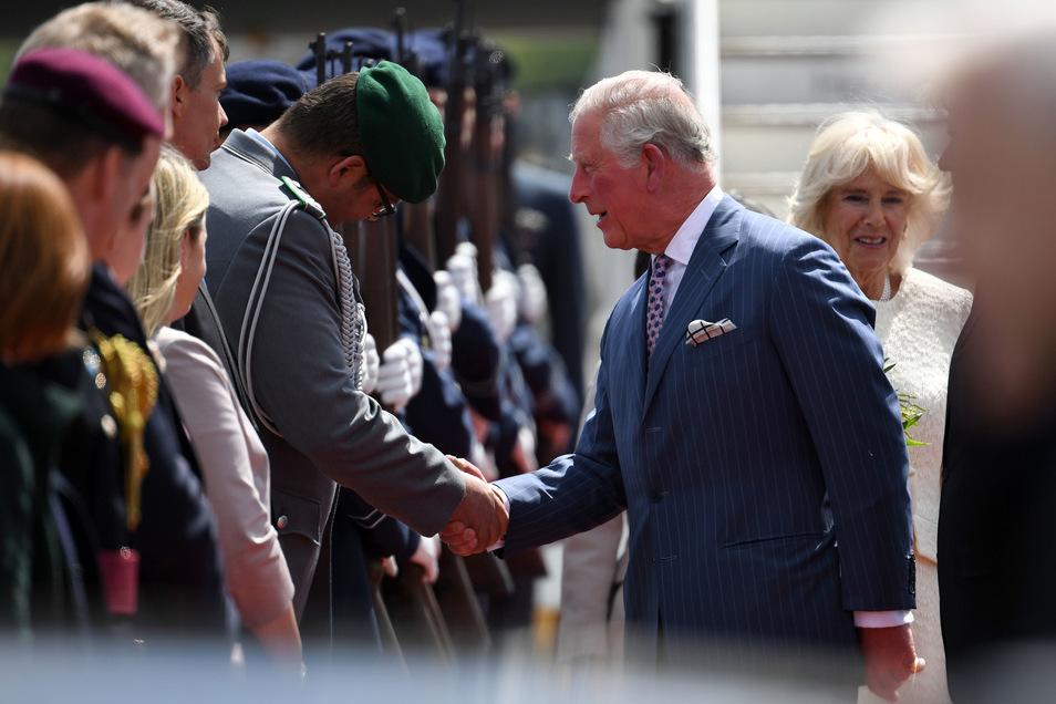 Das Paar reist im Auftrag der britischen Regierung.
