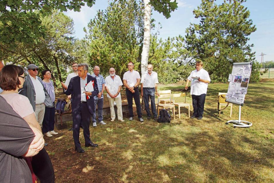 Ende August besuchten Vertreter des Petitionsausschusses des Landtags die Gedenkstätte - und informierten sich zum geplanten Lehrpfad.