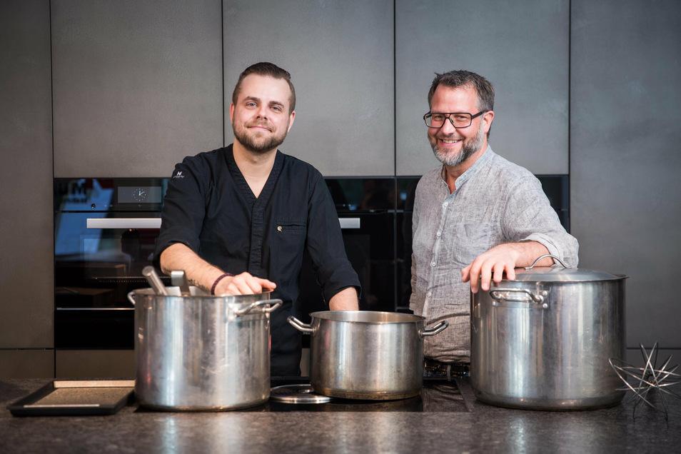 """Weniger Küche, mehr """"Herzensprojekte"""": Sternekoch Stefan Hermann (rechts) und der baldige Ex-Küchenchef Marcel Kube."""