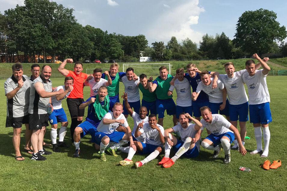 So bejubelten die Neustädter Fußballer nach Abschluss der Spielsaison 2018/2019 die Meisterschaft in der Sachsenklasse und den Aufstieg in die Sachsenliga, die sie auf Anhieb auf dem 8. Tabellenplatz beendeten.
