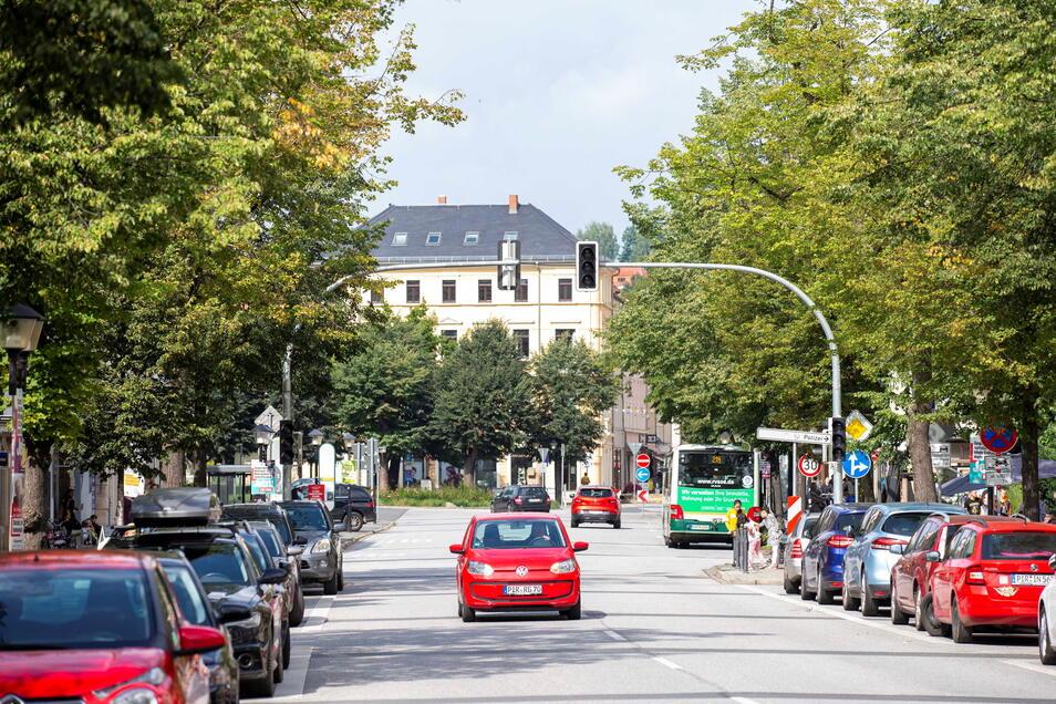 Die neue Ampelanlage auf der Breiten Straße in Pirna ist bereits montiert.