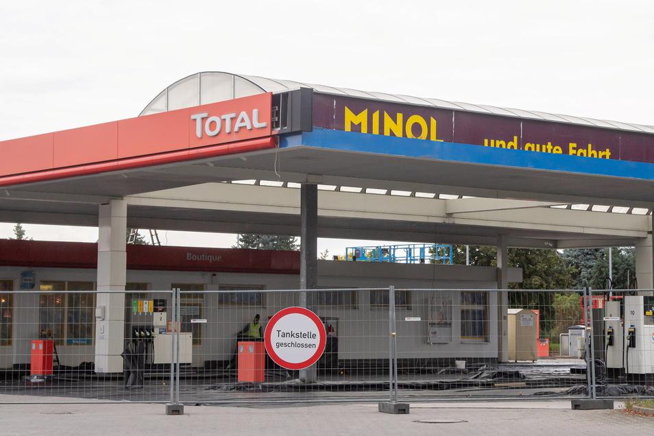 Von Minol zu Total und in ein paar Tagen zu TotalEnergies. Die Namen wechseln an der Nieskyer Tankstelle. Sie selbst bleibt dem Kraftfahrer aber erhalten.