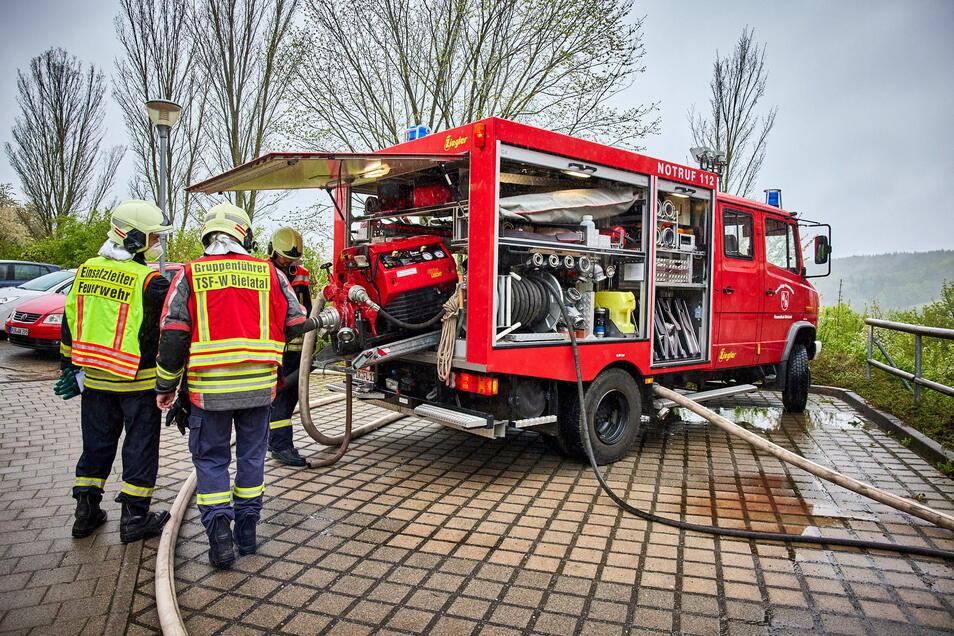 Insgesamt waren 74 Feuerwehrleute im Einsatz.