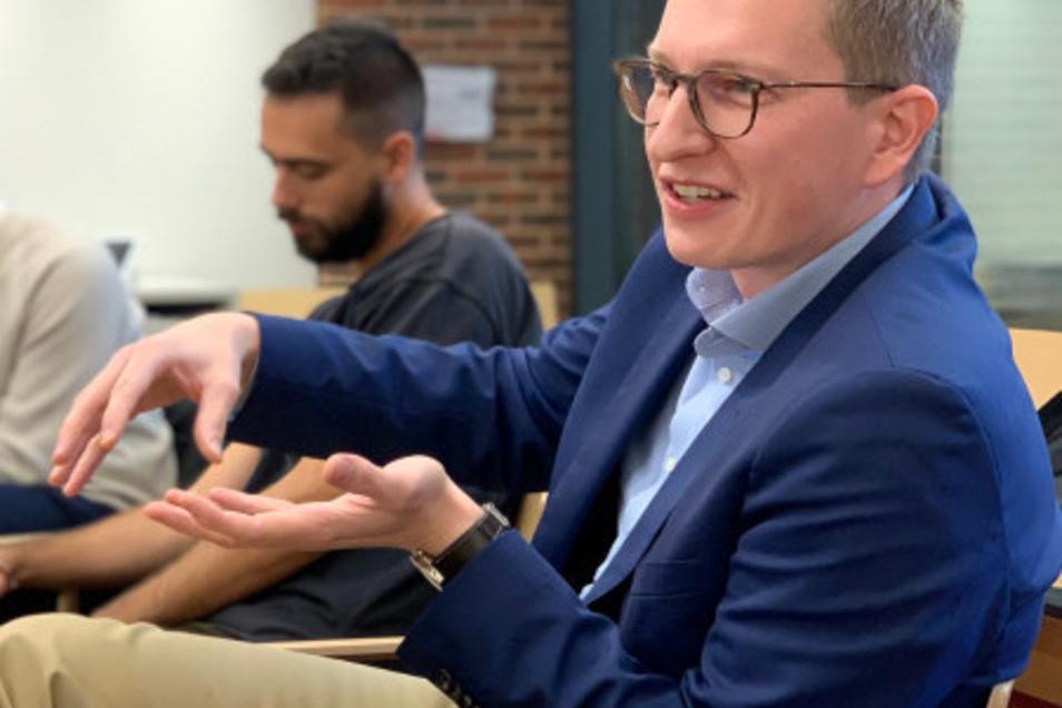 Vom Landtag an die Harvard-Universität: Oliver Wehner bei einem seiner Vorträge.