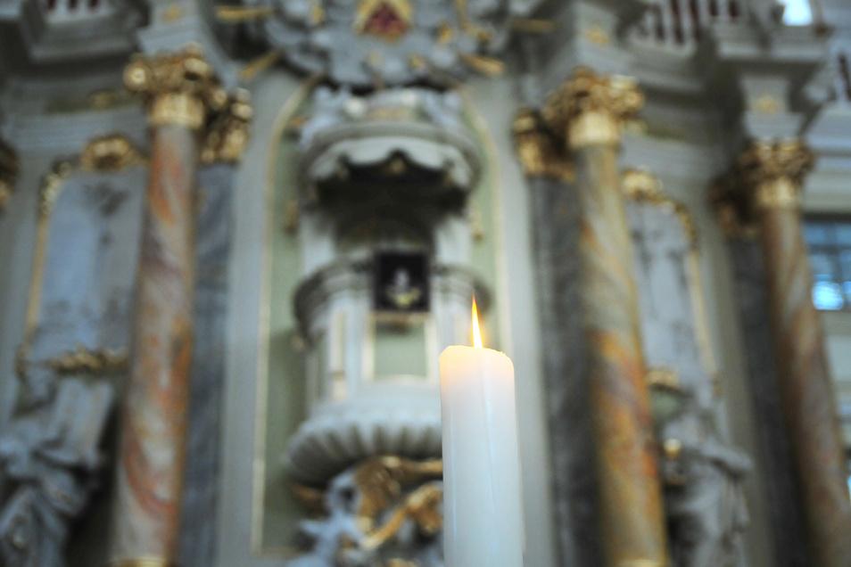 Im Licht der weihnachtlichen Kerzen eine halbe Stunde Zeit zum Ankommen bietet das Kirchspiel Großenhain. Am Mittwoch, 17 Uhr in der Marienkirche.