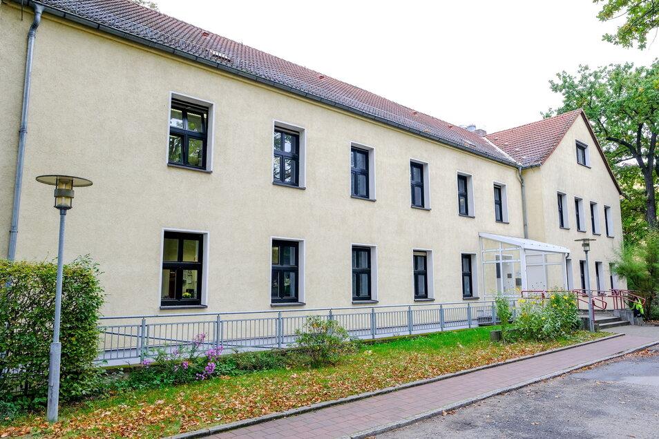 Das Gebäude der Anne-Frank-Schule hat die Kapazitätsgrenze erreicht. Hier können nicht mehr Schüler lernen, weil es dafür zu wenige Räume gibt. Außerdem sind die Klassenzimmer zu klein.