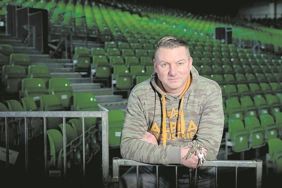 Veranstaltungsleiter Dirk Mühlstädt hat viele Stars gesehenen, das Foto mit der 2016 verstorbenen Boxlegende ist für ihn eine ganz besondere Erinnerung.