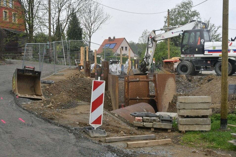 Noch bis November wird an der Brücke in Stürza gebaut.