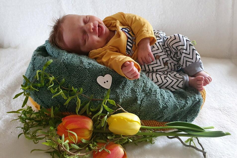 Hanna, geboren am 23. April, Geburtsort: Dresden, Gewicht: 2.980 Gramm, Größe: 50 Zentimeter, Eltern: Christin Sommer und Thomas Roschig, Wohnort: Thiendorf, OT Tauscha