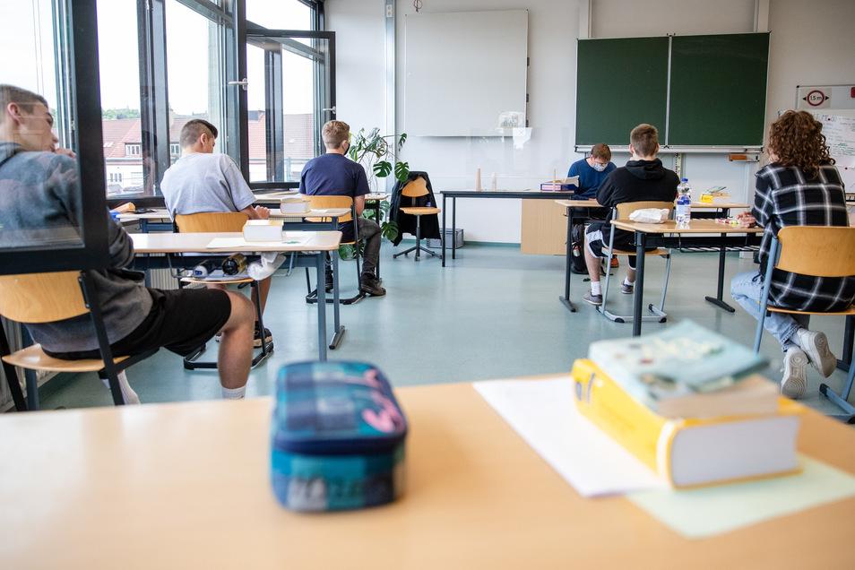 Sollte ein AfD-Mitglied an einem Gymnasium Politik unterrichten dürfen? Unter anderem diese Frage hatten die Schüler an der Freien Werkschule Meißen im Gesellschaftsunterricht zu beantworten. Die AfD ist damit nicht einverstanden.