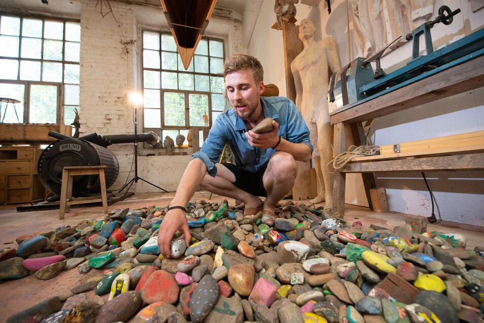 Jeder Stein erzählt eine kleine Geschichte: Johann Kral will sie alle nun in einem Kunstwerk verewigen.