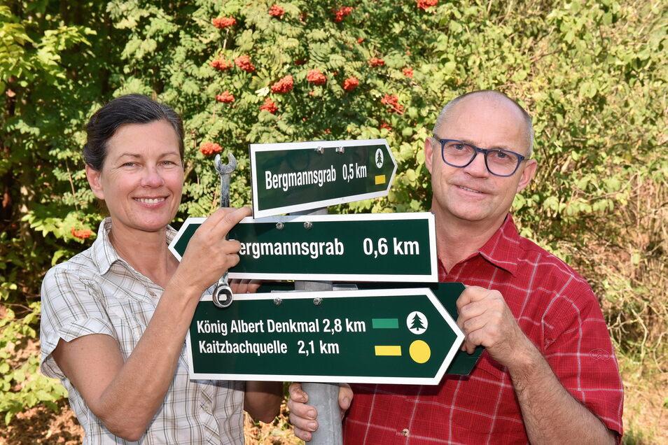 Marlies und Ralf Fichtner sind als Wegewarte in und um Freital unterwegs. Den Sommer haben sie genutzt, um neue Routen auszuschildern.