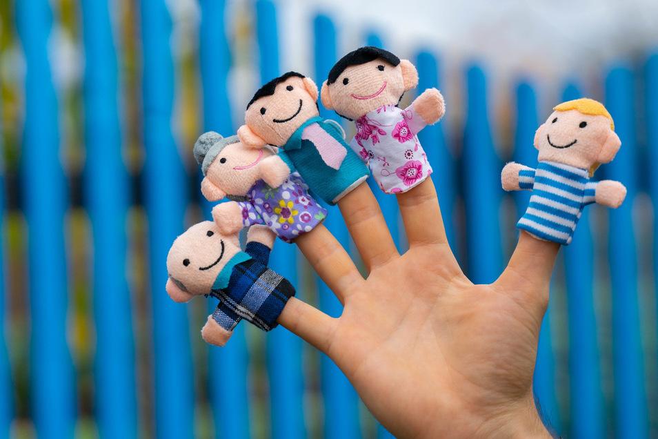 Kleine Höhepunkte im Alltag sind gerade in diesen schwierigen Zeiten wichtig. Fingerpuppen sind schnell selbst gemacht und Kinder haben Spaß am Spiel.