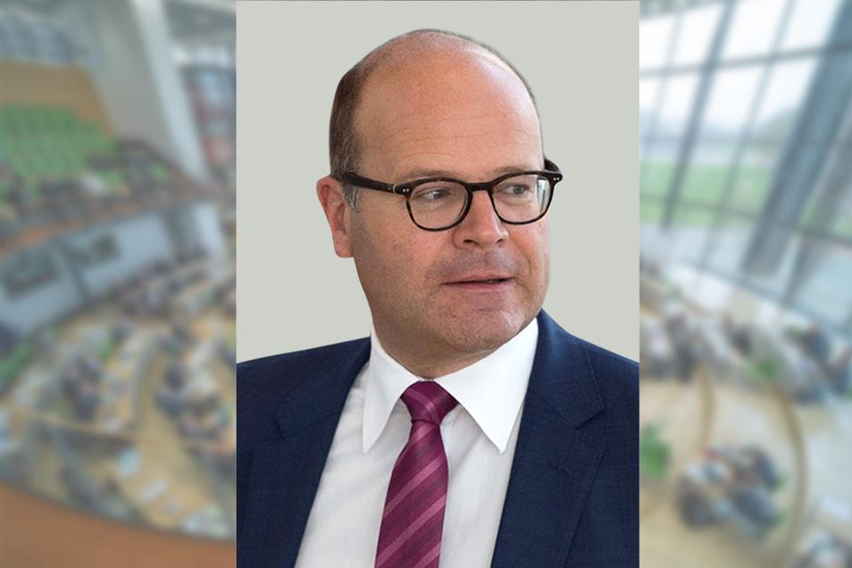 Sachsens Staatskanzleichef Oliver Schenk (CDU) koordiniert die Medienpolitik des Landes und arbeitet am neuen Medienstaatsvertrag. Foto: dpa/S. Kahnert