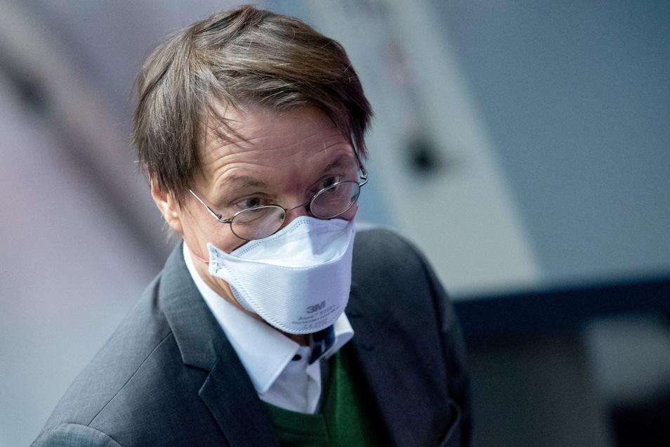 Der Epidemiologe und SPD-Gesundheitsexperte Karl Lauterbach hat das Fehlen lokaler Impfdaten bemängelt und befürchtet daher, dass es örtlich neue Corona-Wellen geben könnte.
