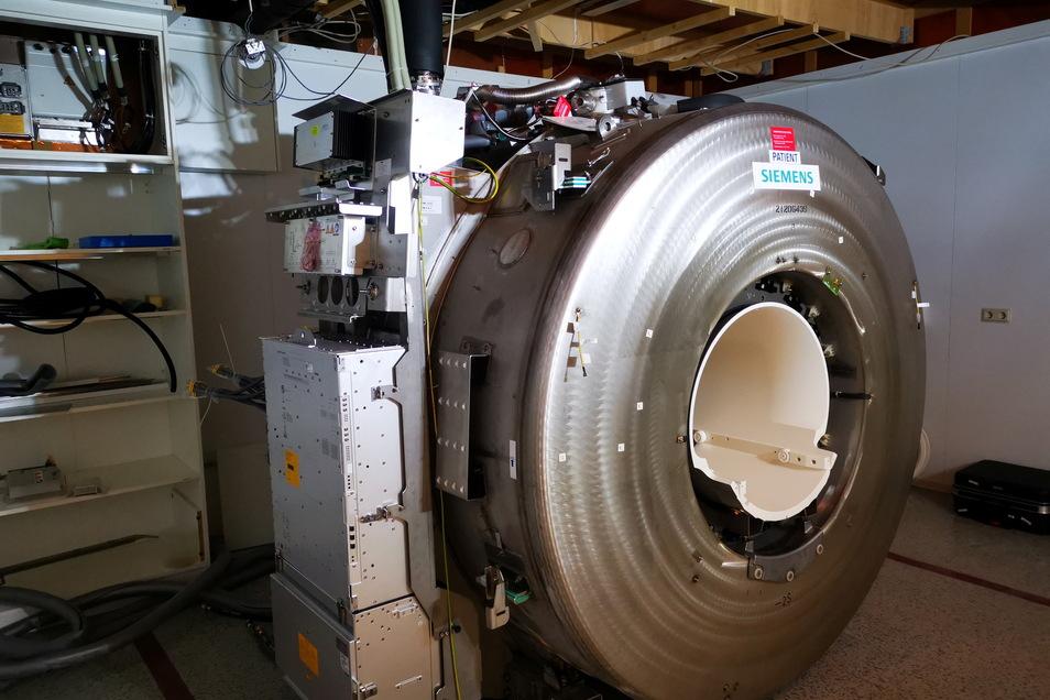 So sieht es im Inneren des Magnetresonanztomographen aus, mit dem kreisrunden Magneten als Herzstück der Anlage.