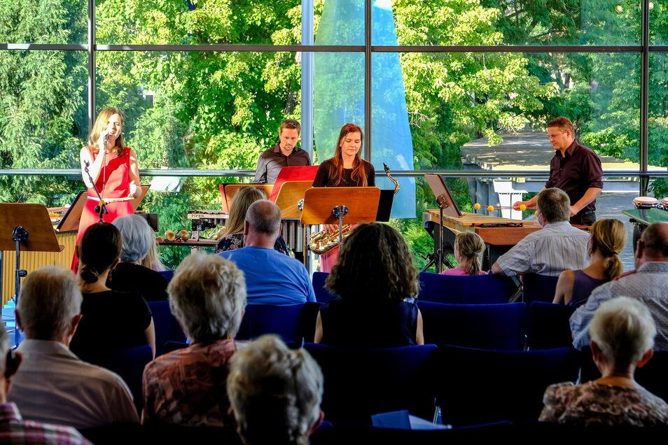 Im Glashaus der Landesbühnen gab die Band Elbmélange mit Sängerin Jitka Köcher ein Konzert.