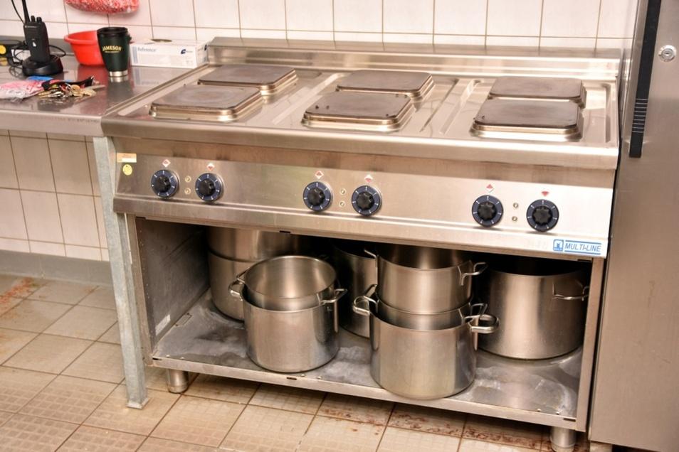 In der Futterküche wird auch richtig gekocht, alles bedarfsgerecht.