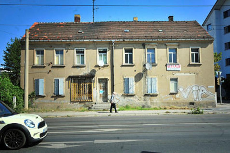 Dieser Anblick stört viele: Genau in der Mitte von Radebeul, dort, wo die meisten Leute vorbei kommen, vergammelt das Haus. Das Konzept für das Areal sieht eine Sanierung vor.