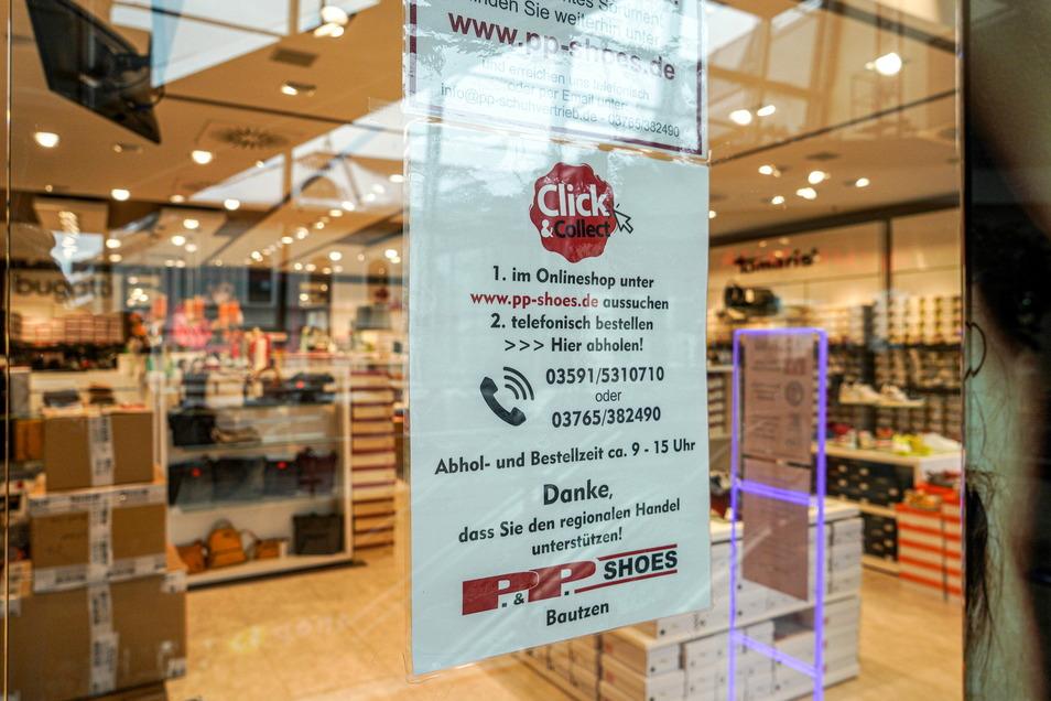 Nur drei Geschäfte des Kornmarktcenters in Bautzen bieten den Abholservice nach vorheriger Bestellung an. Eines davon ist das Schuhgeschäft P&P-Shoes.