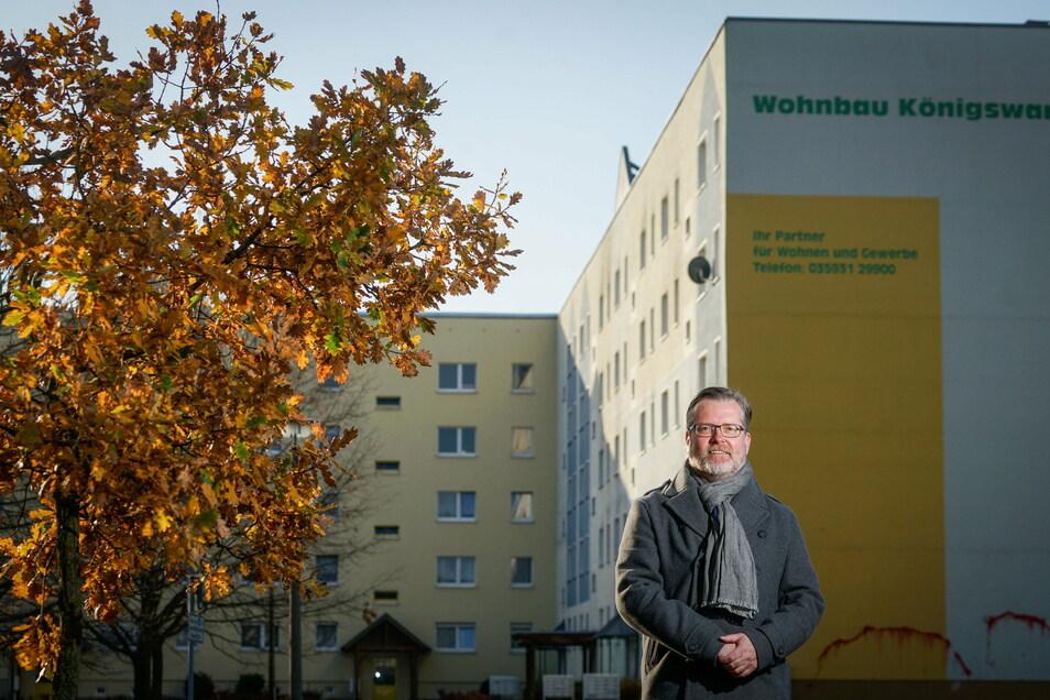 Plattenbaublöcke in Königswartha sollen jetzt  privatisiert werden. Bürgermeister Swen Nowotny hält den Schritt für unabdingbar. Der Gemeinderat hat dem Verkauf zugestimmt.