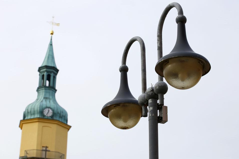 Defekte Straßenlampen sorgen in Pulsnitz immer wieder für Ärger. Die Stadt will sukzessive auf LED umrüsten.
